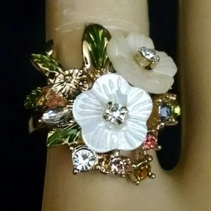 Beautiful flower rhinestone ring